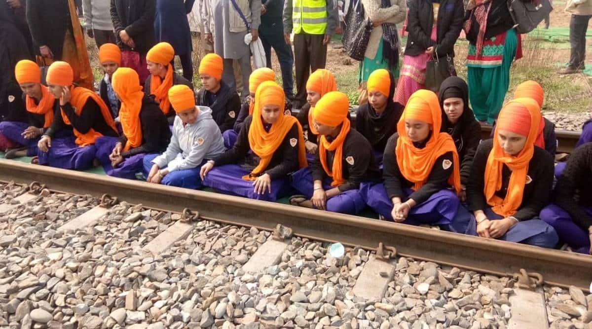 farmers protest, farmers rail blockade, farmers rail roko, farmers rail roko agitation, Jind rail roko agitation, indian express news