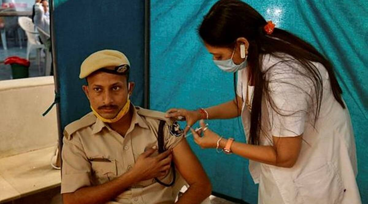 Ahmedabad Municipal Corporation, COVID-19, Coronavirus vaccine, COVID-19 cases in India, COVID-19 cases in Gujarat, Gujarat vaccination, indian express