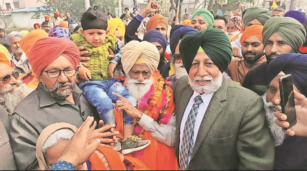 80-yr-old Gurmukh Singh comes home to a hero's welcome, vows to return to Delhi border soon
