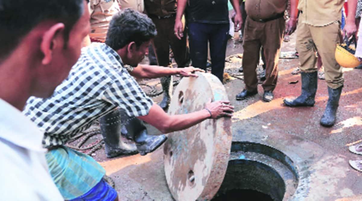 Kolkata workers death, Kolkata workers trapped in manhole, workers die trapped in manhole, kolkata news, indian express news