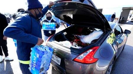 texas, texas water crisis, texas winter storm, texas drinking water outage, store staff find cash for missing water, good news, viral news, indian express