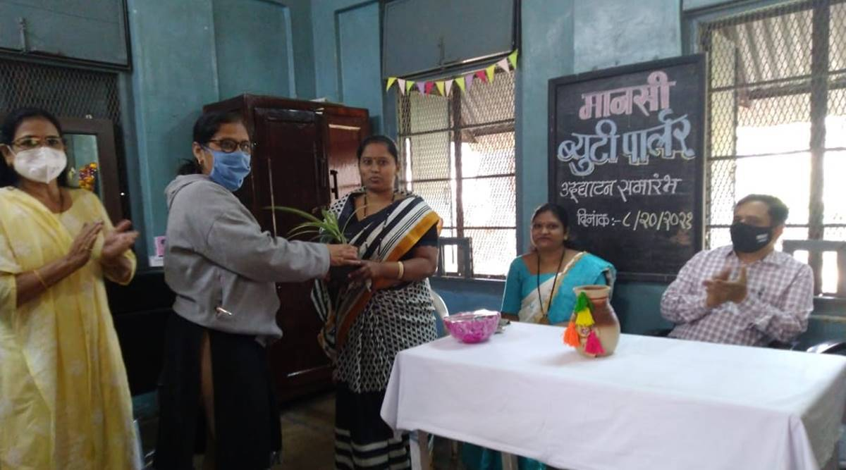 Yerawada mental hospital offers beautician training course for recovered women patients