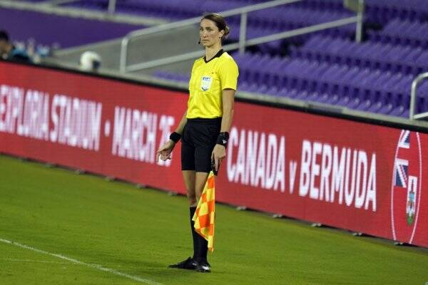 Assistant referee Kathryn Nesbitt