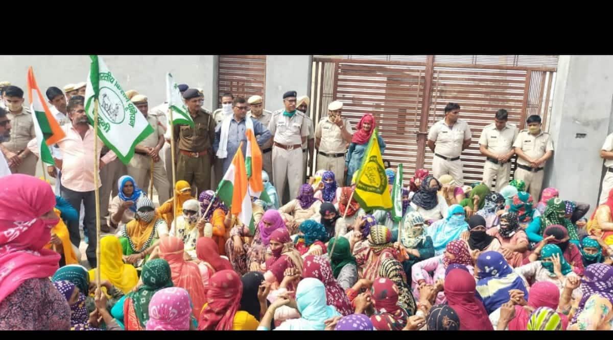 Farmers protest outside BJP-JJP MLAs houses