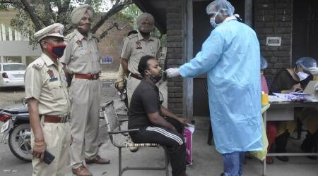COVID-19 cases in India, people wearing masks in India, social distancing norms in India, covid-19 cases in west bengal, covid-19 cases in maharashtra, coronavirus cases in india, india news, indian express photos