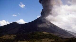 Guatemala: Pacaya volcano erupts once again, civil defence officials deployed