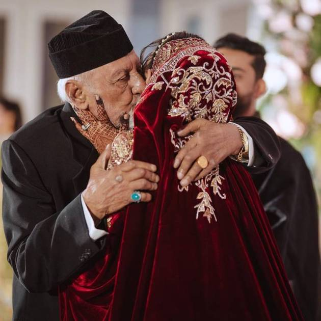 gauahar khan with father