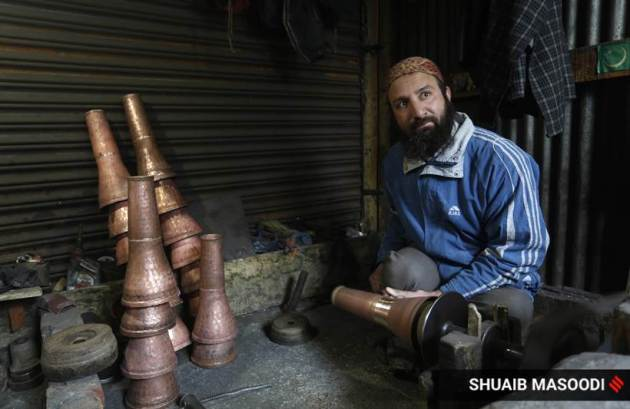 Coppersmiths, coppersmiths in Srinagar, oppersmiths in Kashmir, coppersmiths in the Valley, copperware, coppersmiths making copperware, coppersmiths lockdown pandemic, coppersmiths gallery, coppersmith pictures, coppersmiths news, indian express news