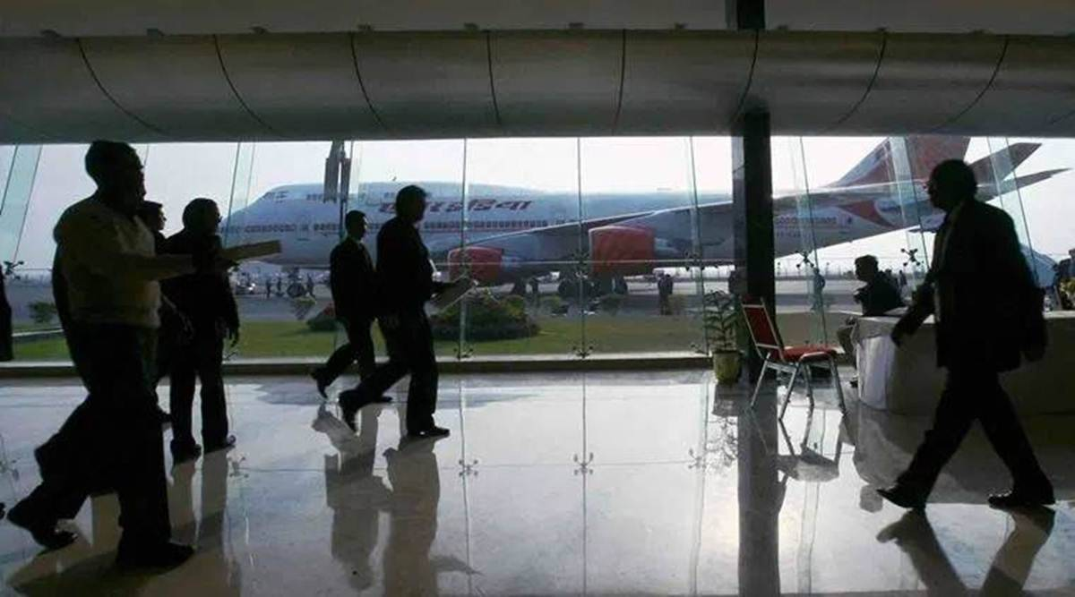 Govt to shed AAI stake in Delhi, Mumbai airports