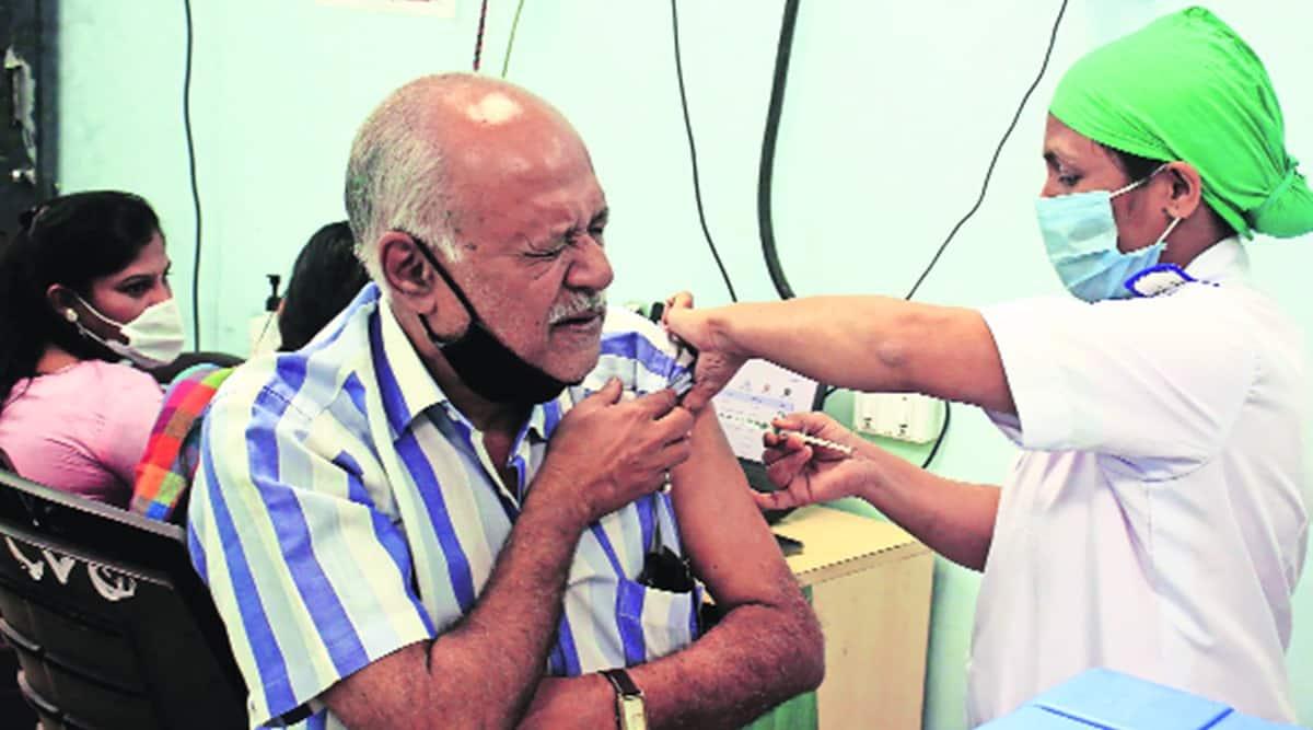 Maharashtra covid, Maharashtra covid vaccine, Maharashtra covid vaccination, Man dies after second shot, India news, indian express news