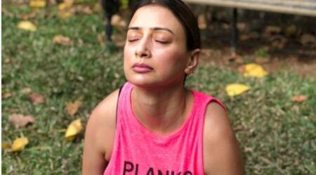 power yoga, how to to scales pose, gauri pradhan fitness, fitness goals, indianexpress.com, indianexpress, gauri pradhan fitness news, tolasana benefits, tolasana how to do, scales pose how to do,