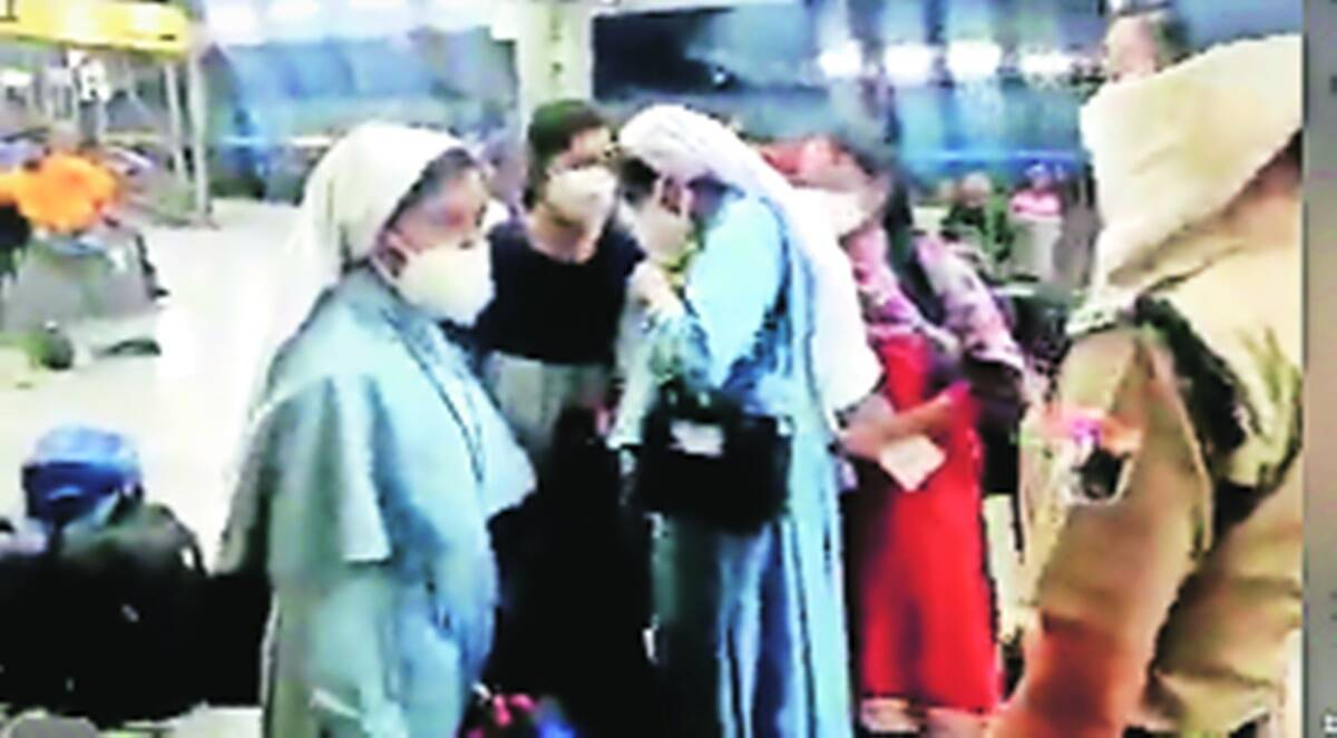 Nuns doboarded from train UP