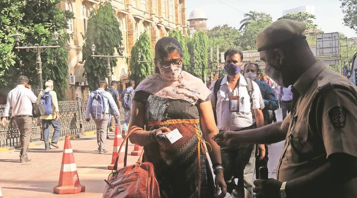 Mumbai Police, COVID-19, Mumbai coronavirus cases, Mumbai covid-19 cases, Maharashtra Government Railway Police, Mumbai news, indian express