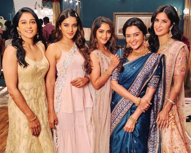 Katrina with Regina Cassandra, Nidhhi Agerwal, Reba John and Manju Warrier.