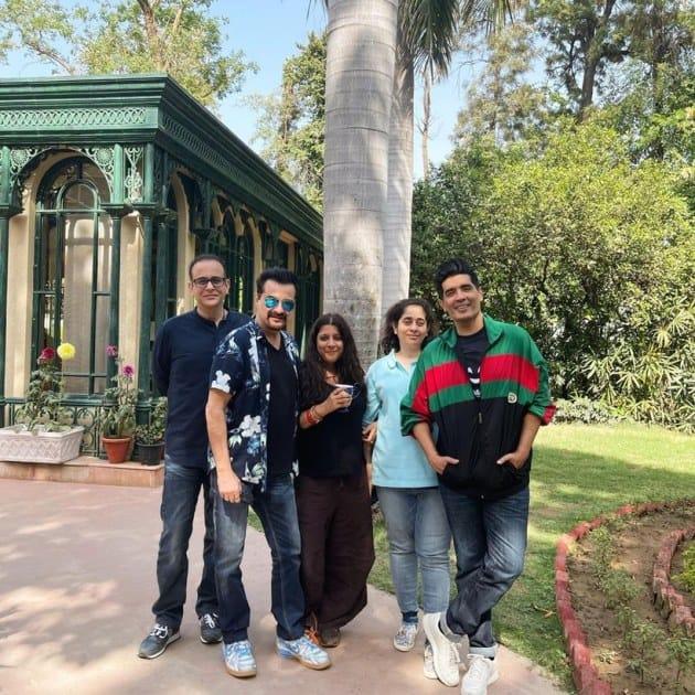 "Manish Malhotra's photo caption read, ""Thank you @nikhil_nanda and @nandanitasha for a wonderful afternoon with lots of warmth and wonderful food .. And catching up with @zoieakhtar @sanjaykapoor2500 is always fun .. #love #sundayvibes."" (Photo: Manish Malhotra/Instagram)"