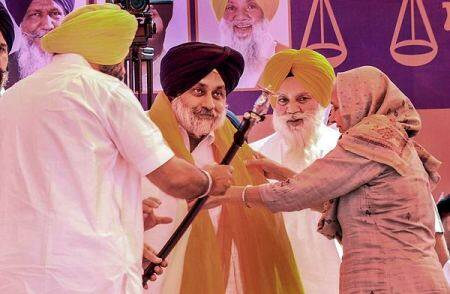 Punjab: After recovering from Covid-19, Sukhbir resumes rallies with no mask