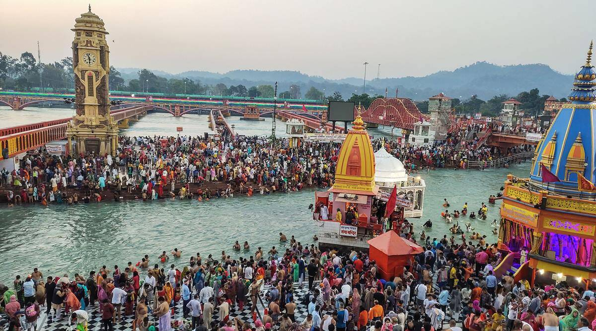 Festival Kumbh Mela tahun 2021. Lebih dari 1.700 orang dinyatakan positif Covid-19 dalam waktu lima hari selama festival tersebut.
