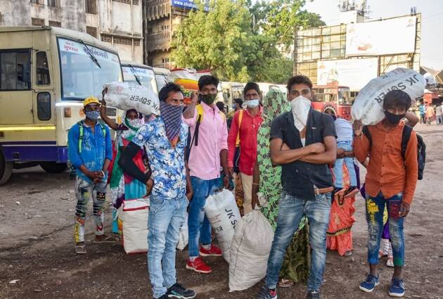 Covid lockdown, Maharashtra coronavirus lockdown, Migrants lockdown, Migrants train India, Migrants reuturn home, Migrants photos, Covid lockdown news, indian express
