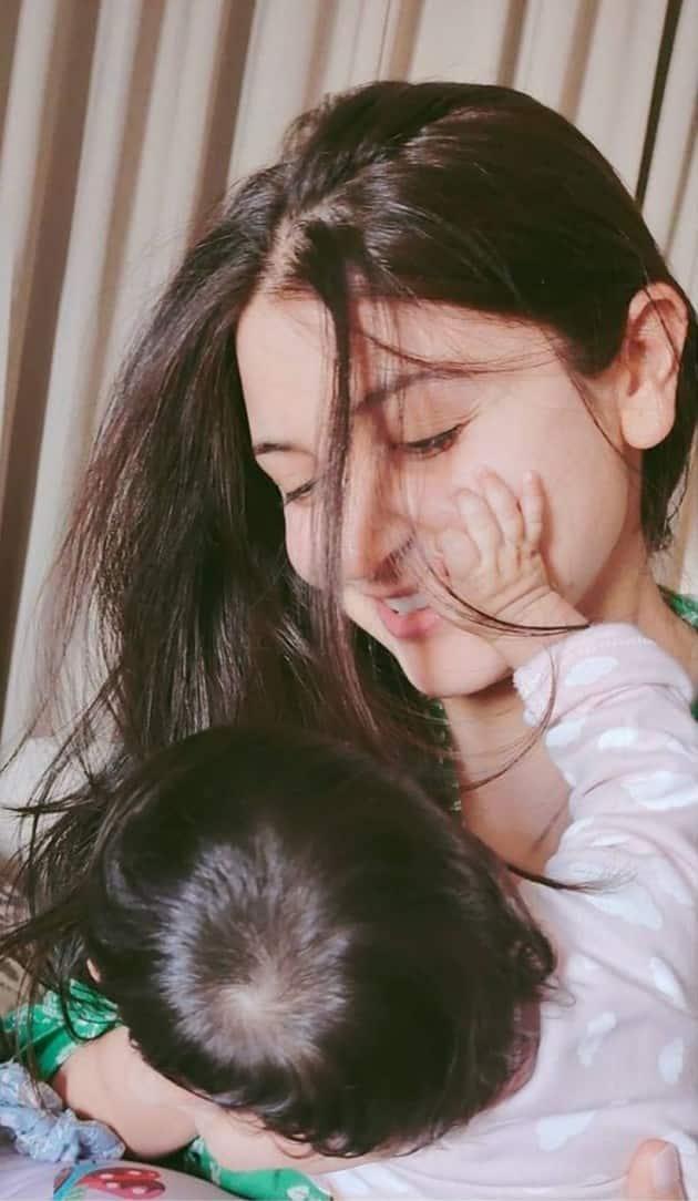 anushka virat daughter vamika photos