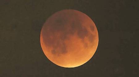 Moon to eclipse Mars on evening of April 17