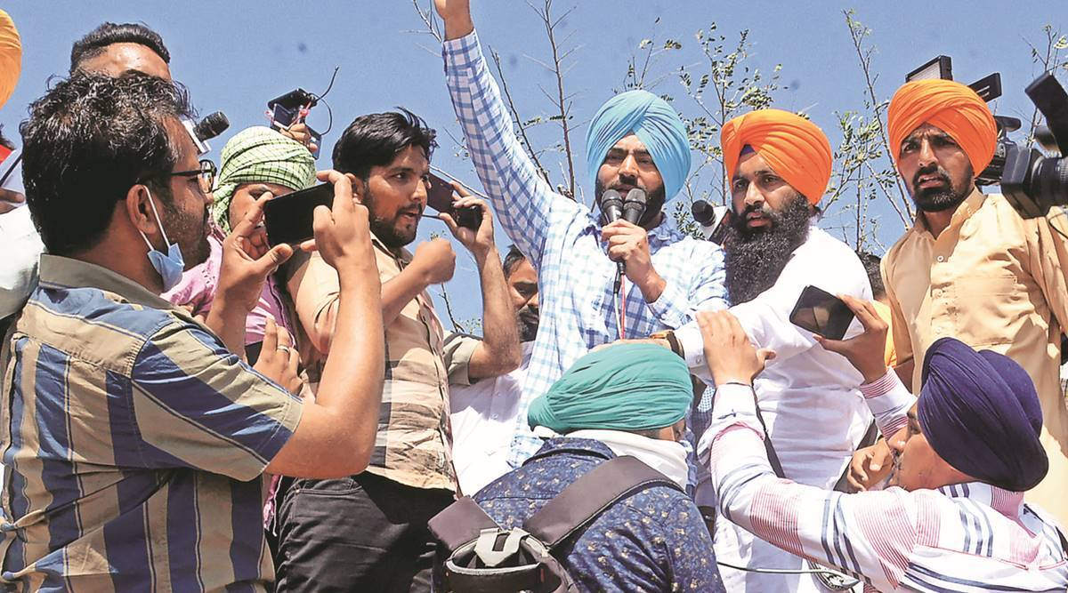 Wanted by Delhi cops for R-Day violence, Lakha Sidhana leads rally to  Kundli border | India News,The Indian Express