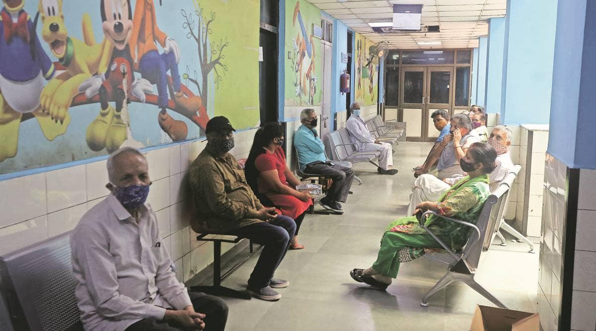 Delhi vaccination centres, Delhi news, Delhi covid cases, Delhi schools vaccination centre, Indian express