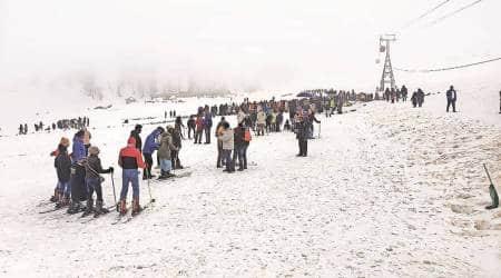 kashmir valley, Srinagar hotel booking, Gulmarg hotel booking, Kashmir hotel booking, Kashmir tourist allowance, Kashmir covid-19 rules, New Delhi to Kashmir, india news, indian express
