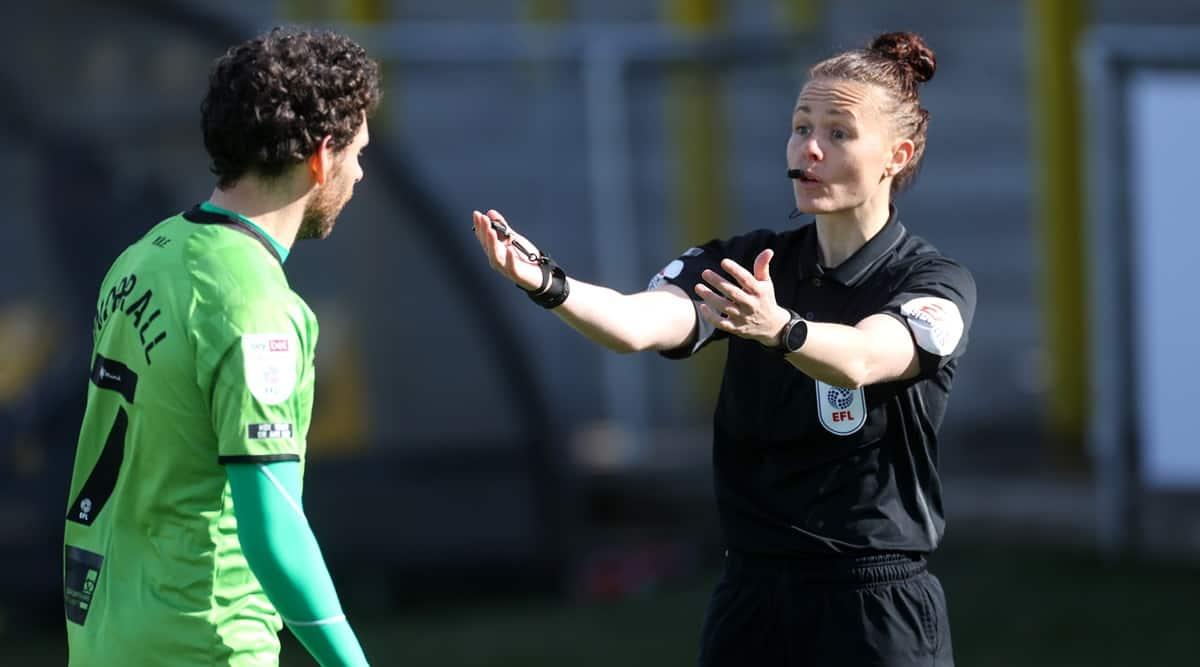 Rebecca Welch, Rebecca Welch first woman referee, english men professional league game, rebecca welsh first game, rebecca welch port vale vs harrogate