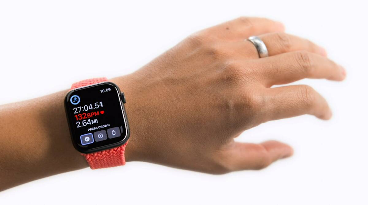 Apple Watch, Apple Watch Assistive Touch, Apple accessibility features, how does Apple Watch Assistive Touch works, iOS 15, eye tracking for Apple Watch