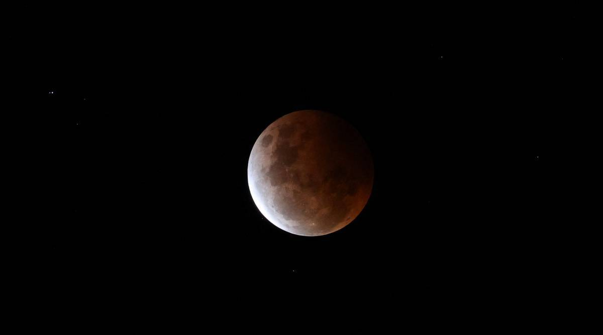 Lunar Eclipse 2021 Highlights: Some stunning images of the Super Blood Moon thumbnail