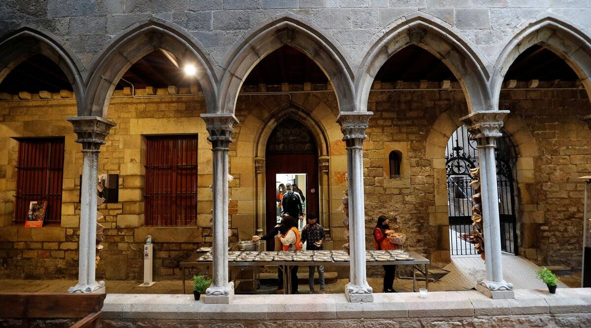 ramadan, ramzan, church hosts iftaar, barcelona church iftaar party, barcelona church ramadan dinner for homeless, ramadan communal harmony, indian express