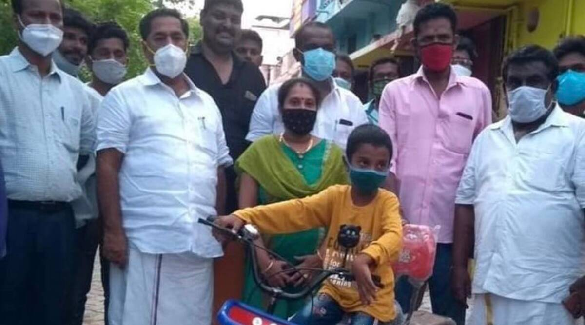 Tamil Nadu: Harish donates Rs1000 from savings to CMRF; in return Stalin gifts bicycle