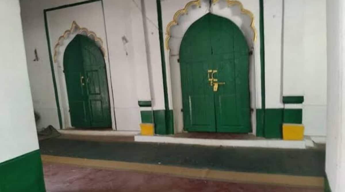 Barabanki mosque demolition, sunni waqf board, Barabanki mosque demolition FIR, Gareeb Nawaz Masjid demolition, Uttar Pradesh news, indian express
