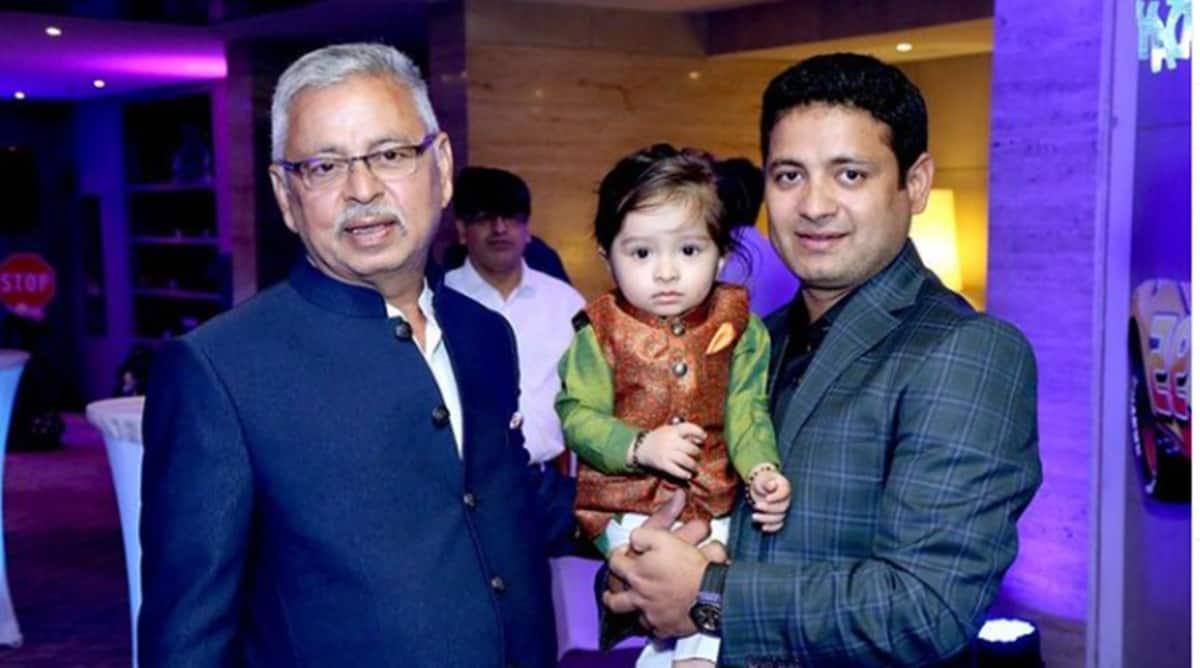 Piyush Chawla with his father (Source: Piyush Chawla/Instagram)