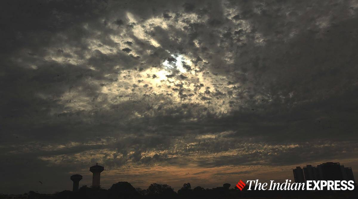 Pune: Humid day and intense rain towards evening on Tuesday
