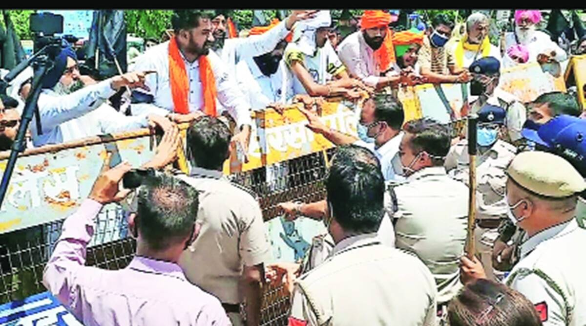 Haryana: 150 farmers booked for protesting near Dushyant residence