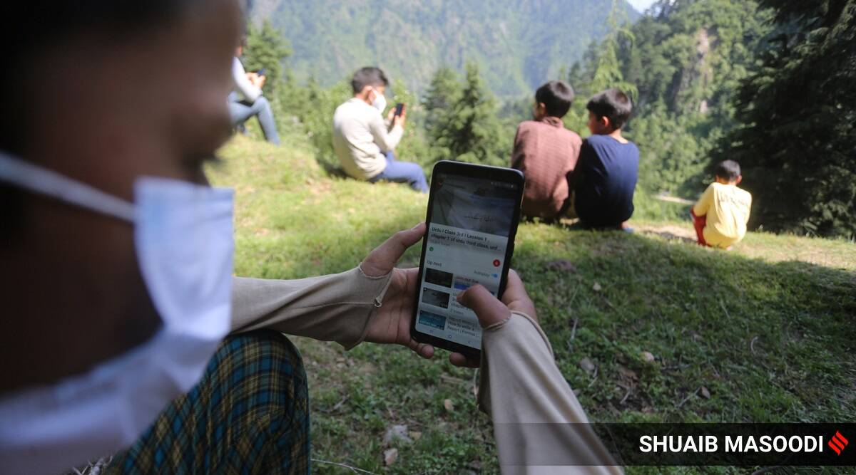90 km from Srinagar, a village without network, a class on a hill