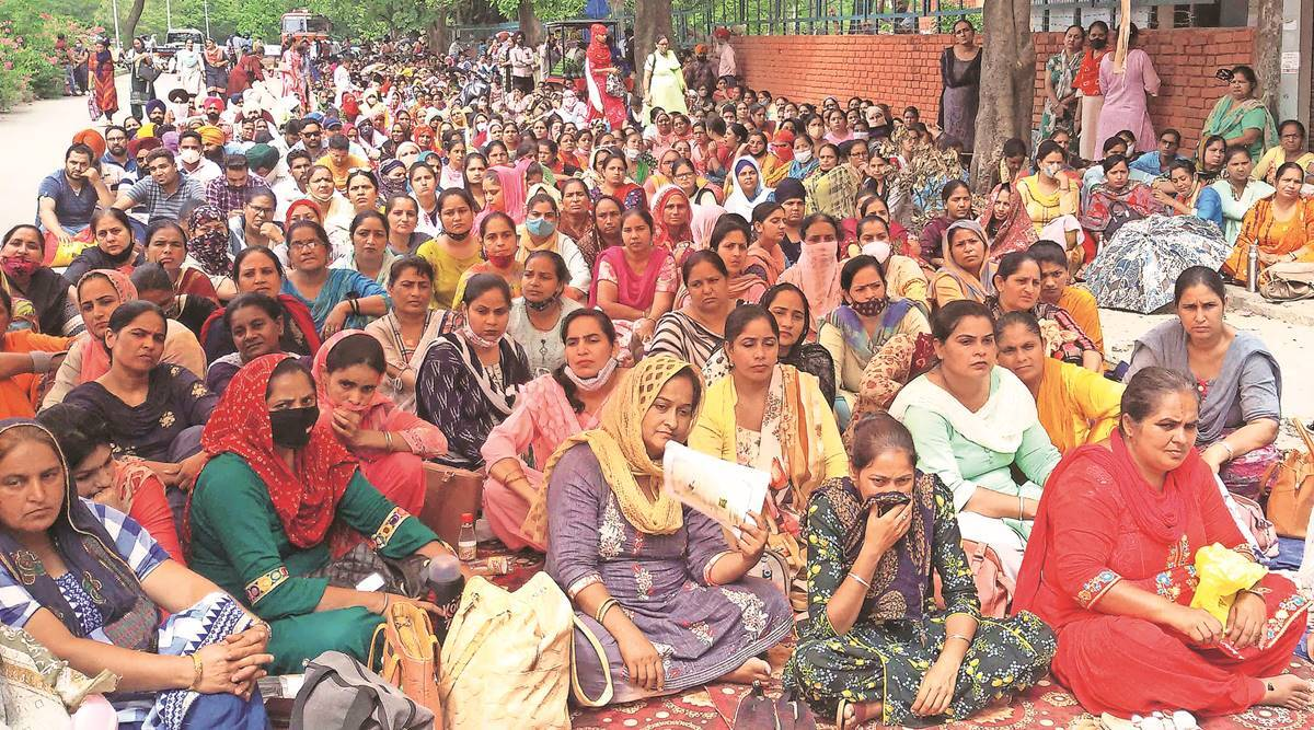 Temporary teachers continue protest after talks fail with Punjab government | India News,The Indian Express