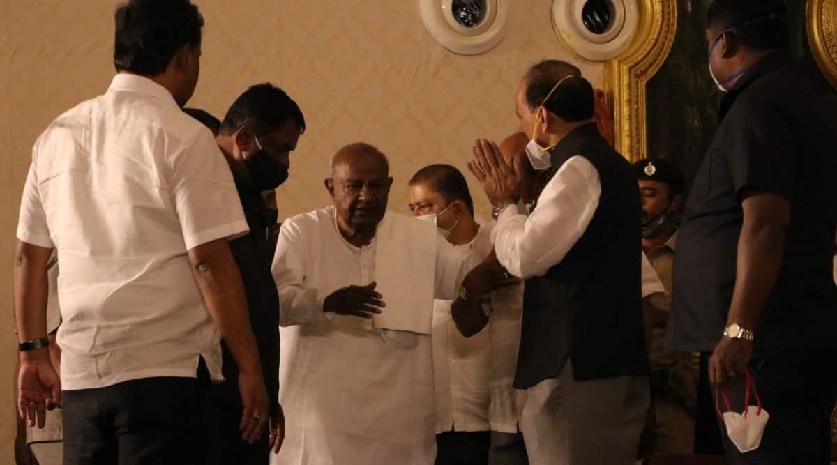 Devegowda, HD Devegowda, Thippeswamy