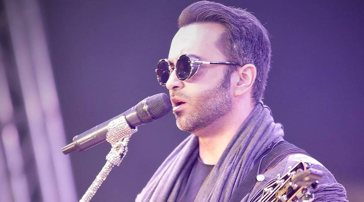 """Arjun Mathur deplores the disappearance of Farhad Humayun: """"I will miss the soothing sweetness of your voice"""""""