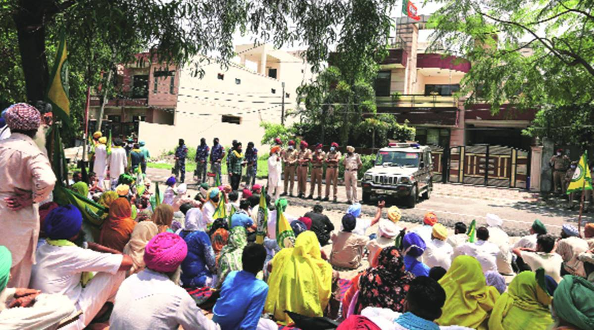 One year of promulgation of farm ordinances: Farmers mark day as Kranti Diwas, burn law copies, protest at 250 sites