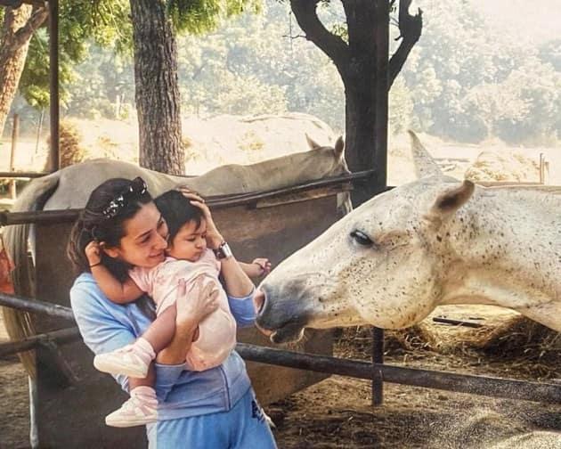 karisma with daughter