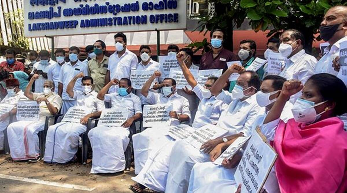 Underwater protests, 12 hour fast by residents of Lakshadweep demanding recall of Administrator