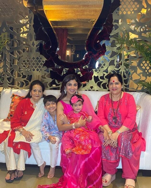 shilpa, kids and mother