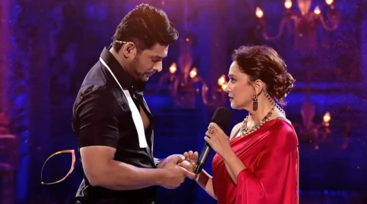 Sidharth Shukla-Madhuri Dixit's Dil Toh Pagal Hai moment on Dance Deewane 3 is winning hearts, watch video thumbnail