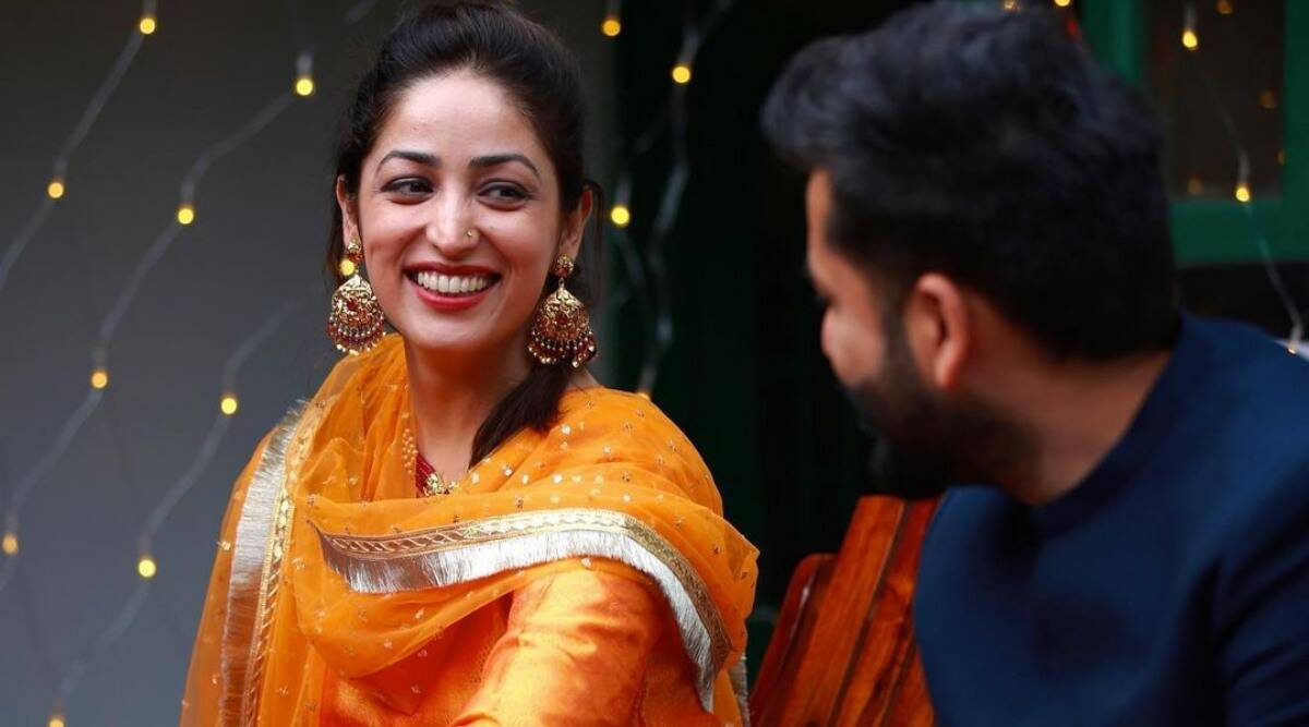 Yami Gautam looks radiant at her mehendi ceremony, Aditya Dhar cannot take  his eyes off her, see photos | Entertainment News,The Indian Express