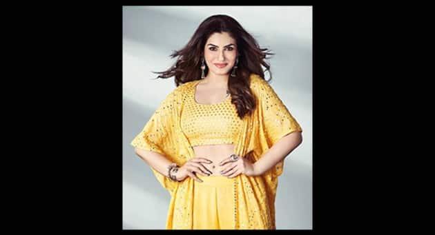 madhuri dixit, madhuri dixit, raveena tandon, fashion hits and misses, mrunal thakur, fashion hits and misses, indian express, indian express news