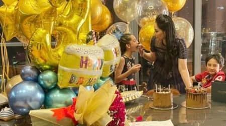 Maanayata Dutt birthday cake cutting