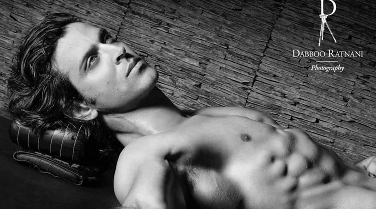 Roshan goes shirtless for Dabboo Ratnani's2021 calendar, see photo 1200