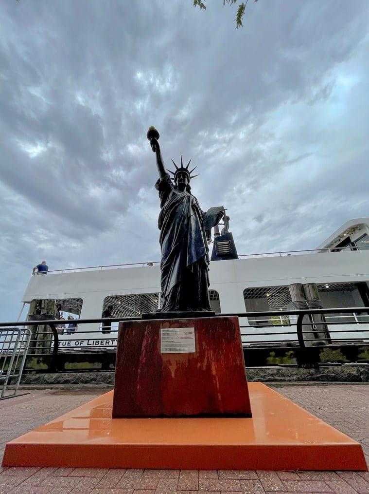 Mini Statue of Liberty, Mini Statue of Liberty new york harbour, Mini Statue of Liberty installed